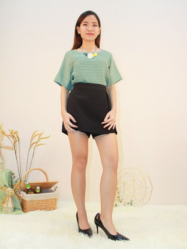HORIZONTAL ROUND NECK TOP (PALE GREEN)